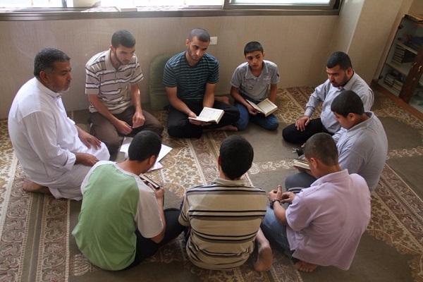 أوقاف رفح تحتفي بكوكبة من حفظة القرآن