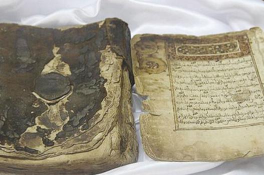 পবিত্র কুরআনের প্রাচীন ৫টি পাণ্ডুলিপির সাথে পরিচিত হন + ছবি