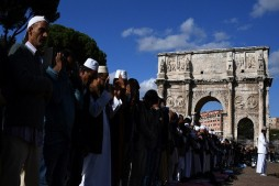 Muslims Stage Protest Prayers in Rome
