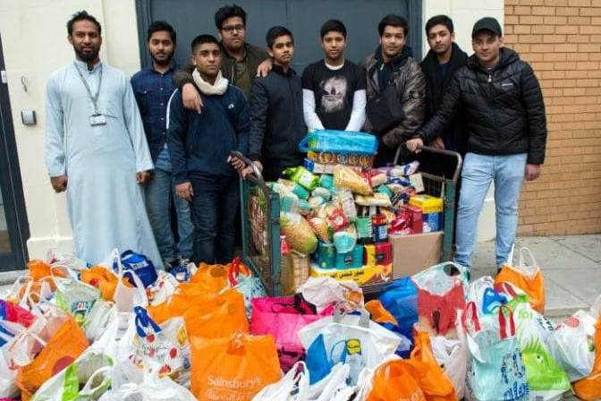 Muslims donate 10 tonnes of food in charity drive for homeless at Christmas