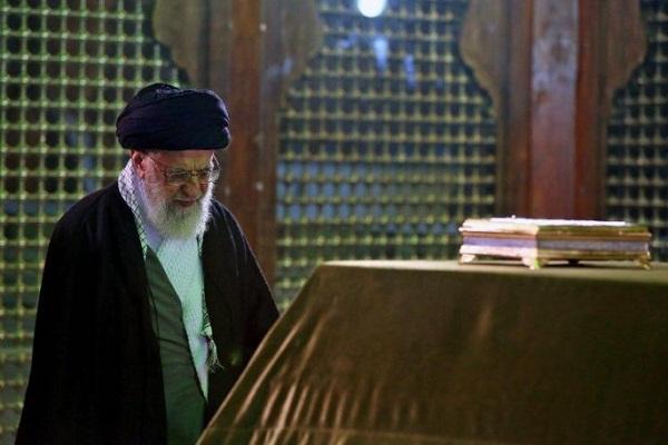 Leader Visits Imam Khomeini Mausoleum as Iranians Mark Ten-Day Dawn