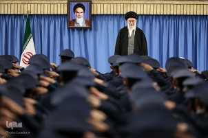 Leader Meets Air Force Staff ahead of Islamic Revolution Anniversary