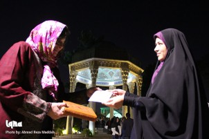 Foreign Tourists Gifted Calligraphy of English Translations of Quran
