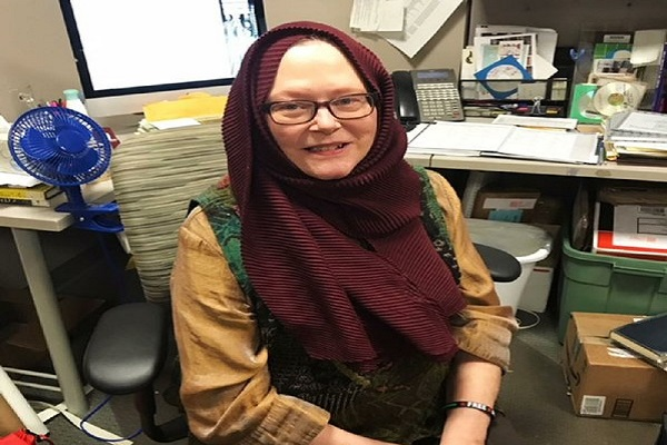 Christian Librarian Dons Hijab to Support Muslims