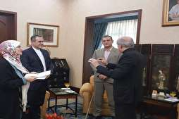 Pope Thanks Iranian Calligrapher for Quranic Gift