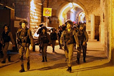 Palestinian Worshippers Injured as Israeli Forces Raid Al-Aqsa Mosque