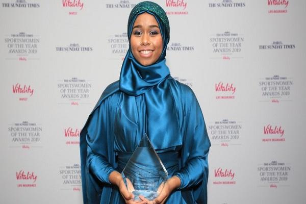 Una mujer con hijab se convierte en la mejor atleta inglesa del año