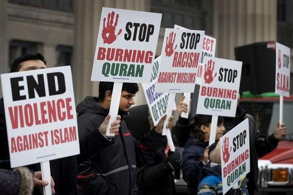 Manifestación en Montreal contra acciones antiislámicas en Noruega