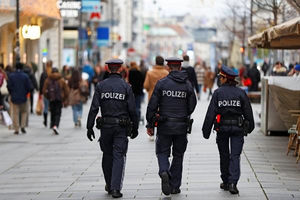 La policía austriaca efectuó reiteradas redadas recientemente contra ciudadanos musulmanes, en las que hicieron una serie de preguntas ofensivas y sometieron a niños a malos tratos, según una organización no gubernamental.
