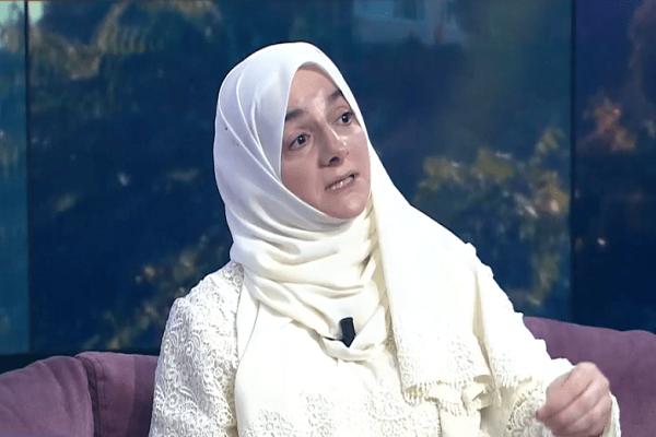 Mujer siria que promueve el Corán en Estambul