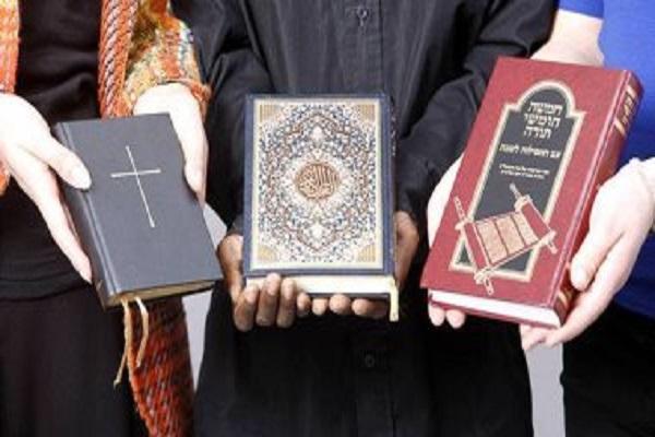 Historia de las primeras traducciones del Corán, la Biblia y los Evangelios.