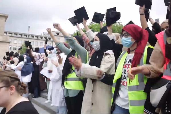 Bélgica: cientos de mujeres protestan por el derecho a usar el hiyab en las universidades