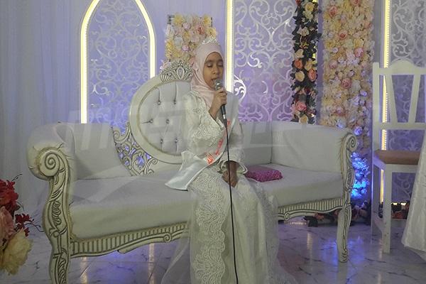 La niña más joven que ha memorizado todo el Corán en Túnez