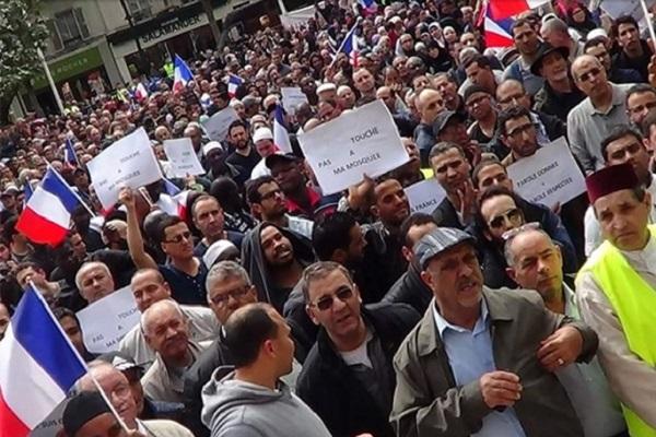 Protesta en la capital francesa contra la ley antimusulmana