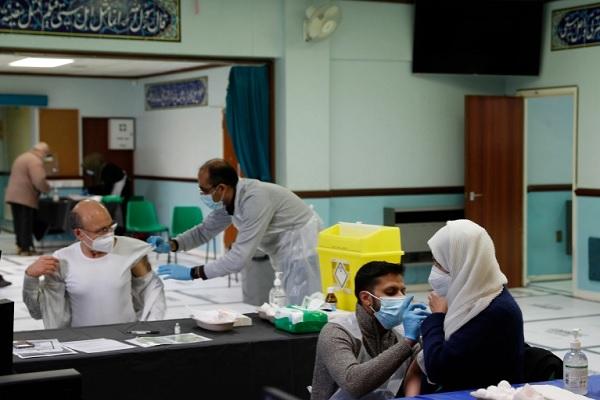 El gobierno británico planea vacunar a los musulmanes en las noches de Ramadán