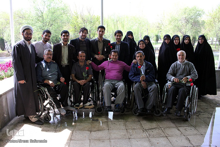 دیدار دبیران کانونهای قرآن دانشگاههای مشهد با جانبازان قطعنخاعی مرکز امام خمینی(ره)