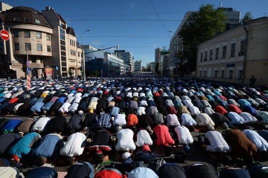 پوتین حلول عید سعید فطر را به مسلمانان روسیه تبریک گفت