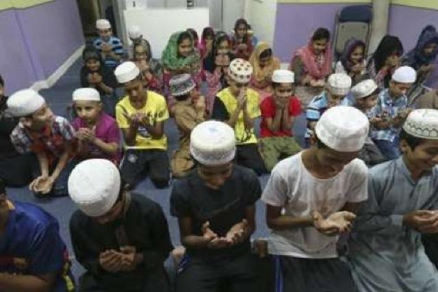 انگلیسی/ مسلمانان هنگکنگ ناگزیر از روی آوردن به مساجد موقت