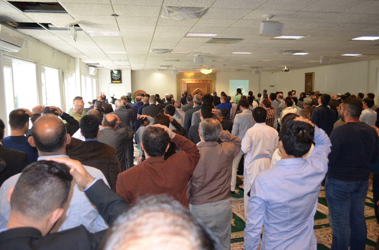 اقامه نماز عید قربان در انگلیس و سوئد + عکس