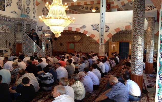 پای صحبت بنیانگذار مساجد شیعه استانبول/ اقامه نماز جماعت؛ قانون مساجد شیعه
