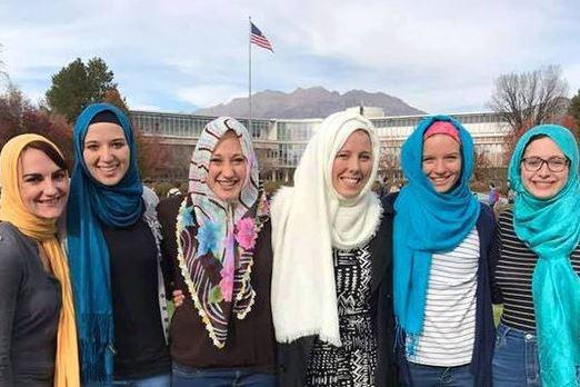 انگلیسی/ اعلام حمایت دانشجویان آمریکایی از مسلمانان با کمپین «چهارشنبهها با حجاب»