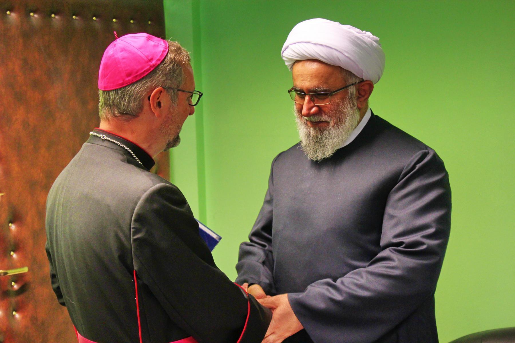 اسقف اعظم در مرکز اسلامی هامبورگ + عکس