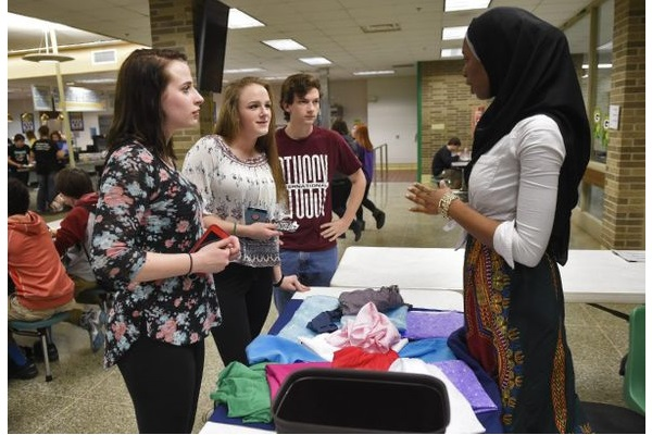نمایش حجاب در دبیرستان ایندیانا
