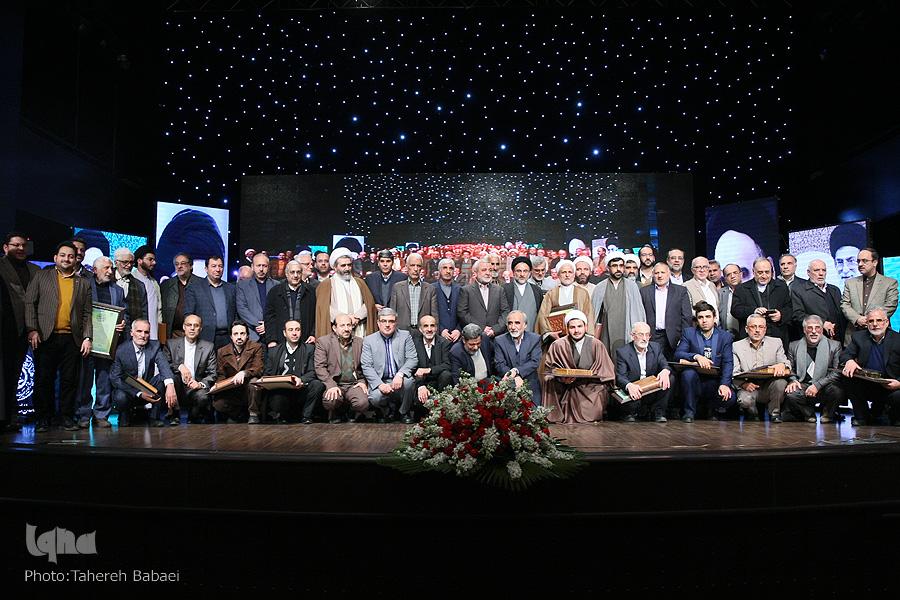 گزارش همایش تجلیل از چهرههای برتر قرآنی سال ۹۶ + عکس