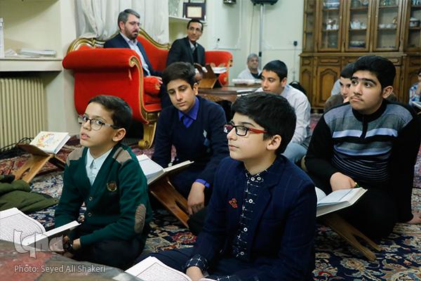 ویژگی های قاری نسل آینده چیست؟/مهمانانی از اردبیل و بوشهر در جلسه «یادگاری»+صوت و عکس