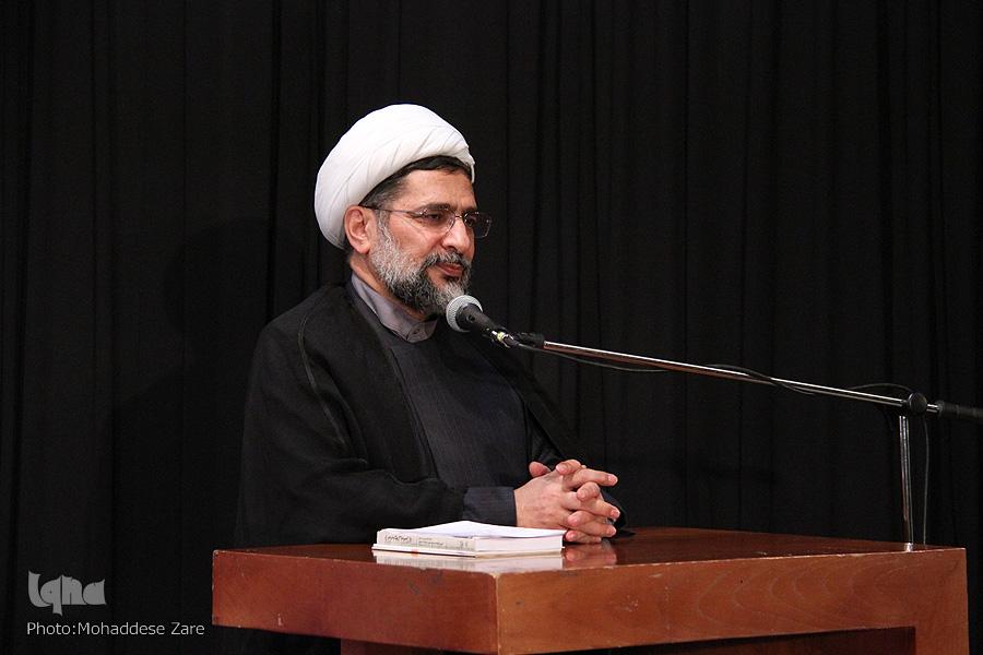مراتب مهجوریت قرآن/ وقتی همه عالم برای معلم قرآن استغفار میکند