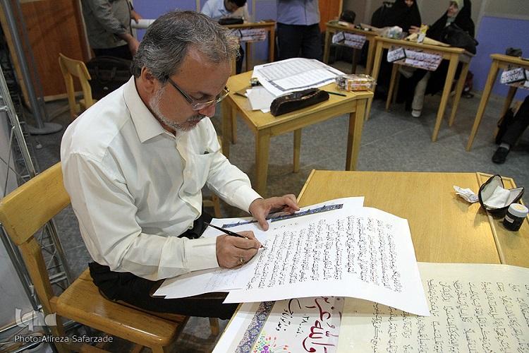 ویژگی خط نسخ در کتابت قرآن/ همه عمرم را صرف قرآن میکنم