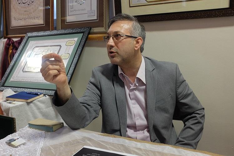 نخستین قرآن با تکنیک هاشورزنی در نمایشگاه قرآن تبریز