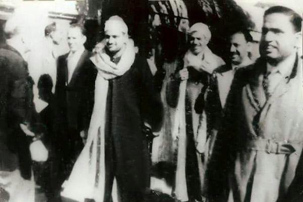 محمدصدیق منشاوی، در ایستگاه قطار «شهر الأقصُر»