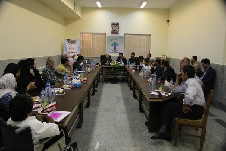 نشست ادبی روز قلم در زرندیه برگزارشد