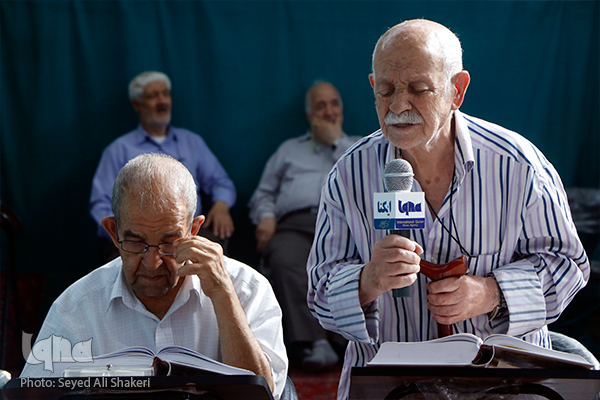 جلسه قرآني 15 ساله با حضور قرآن آموزي 99 ساله+عکس