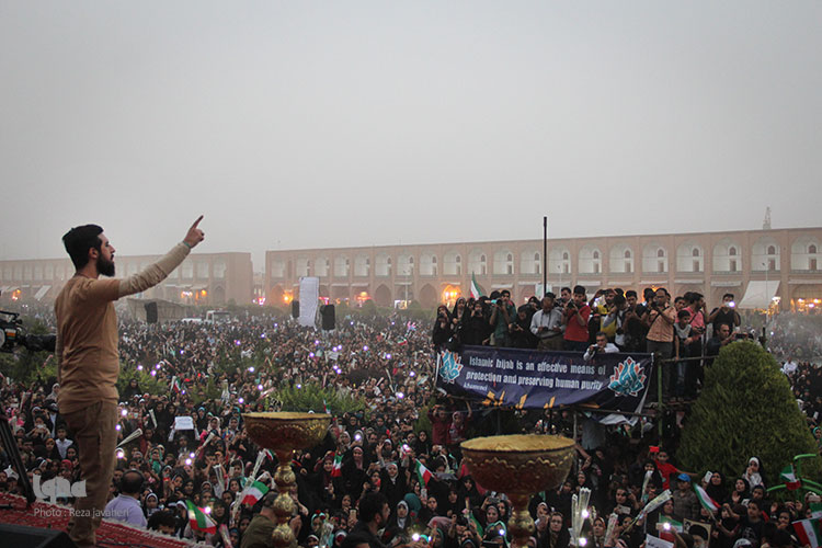 تجمع مردم انقلابی اصفهان در میدان نقش جهان برای بزرگداشت روز عفاف وحجاب