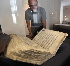 فردا//قرآن متعلق به دوره بردهداری در نمایشگاه بیروت + عکس