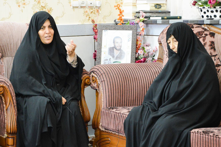 دیدار مادر شهید خرازی با شهید زنده لرستانی