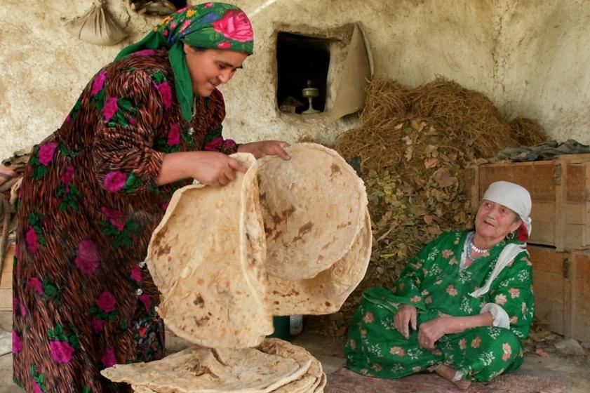 چرا دولت تاجیکستان با حجاب مخالفت میکند؟
