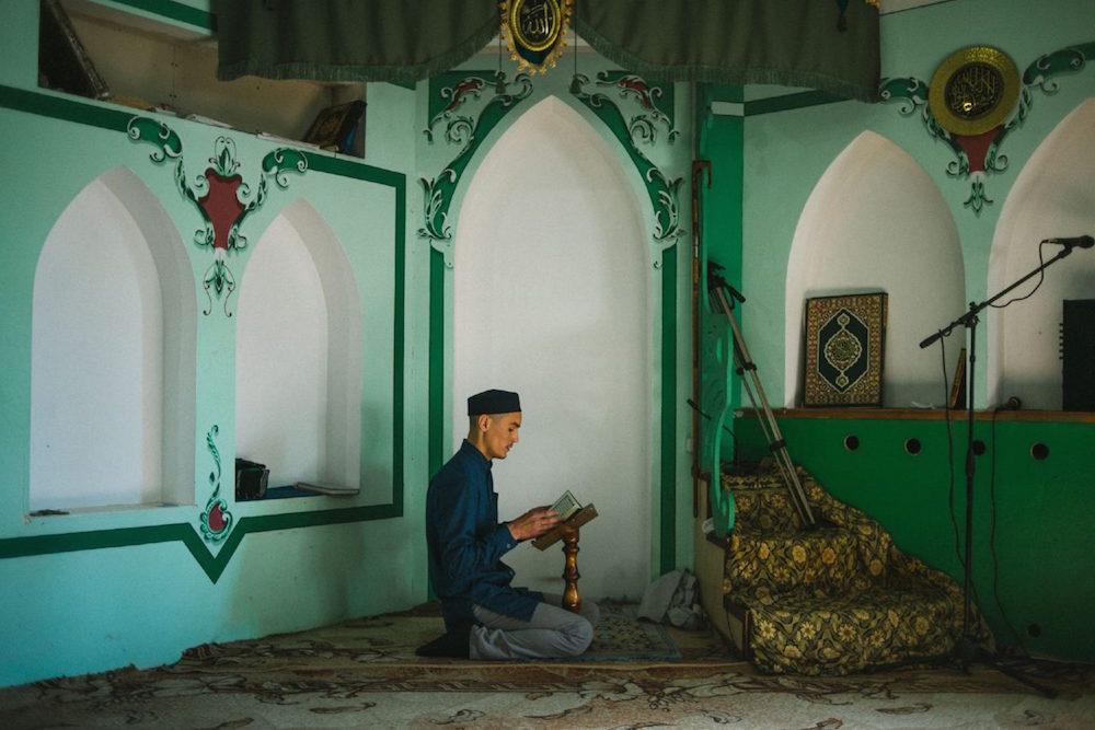 شنبه//مبلغ سوری و آموزش قرآن در سرزمین یخ/ از تجارت تا امامت مسجد + عکس