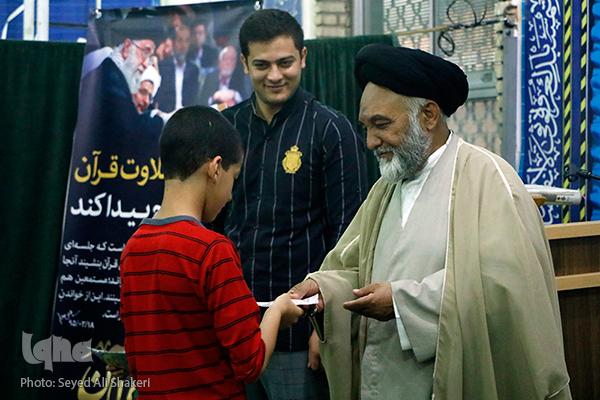 نشود///ثواب کرسی های نفحات هدیه به شهید حججی+صوت و عکس