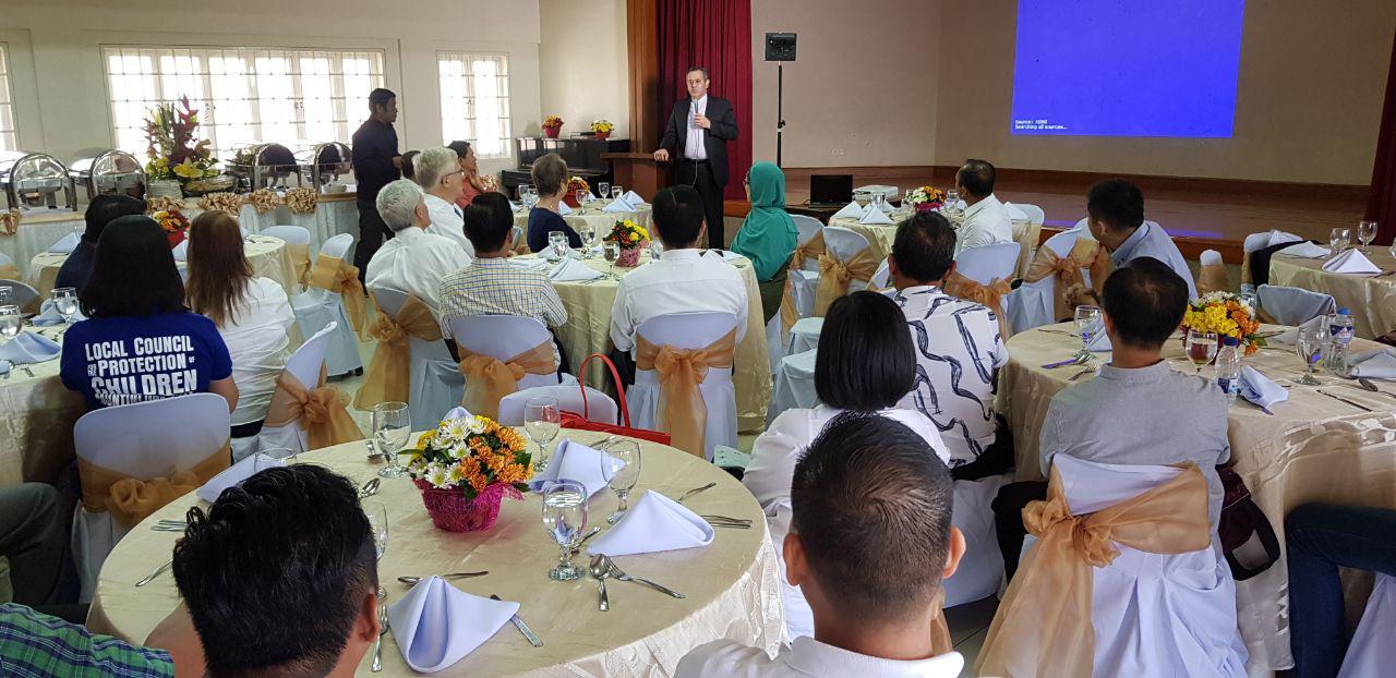 تبیین نگاه قرآن به ادیان در کلیسای فیلیپین+عکس