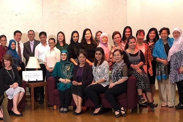 قرائت سوره حمد در گردهمایی کلیسای فیلیپین+فیلم