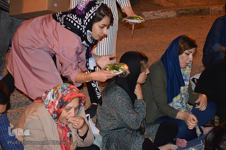 ب ایی سفره افطاری ساده با طعم غذاهای بومی در م آباد + ع