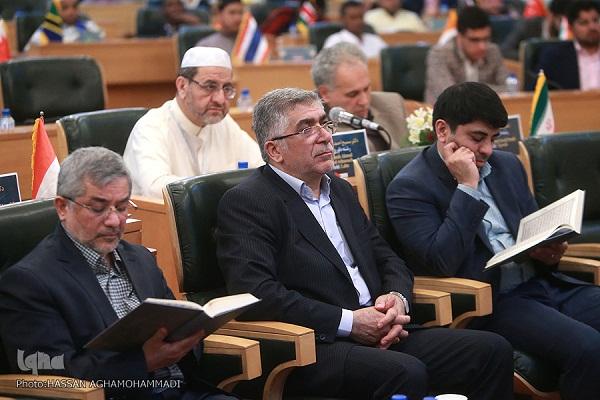 تذکری که نماینده کشورمان در هشتمین شب مسابقات قرآن دانشجویان گرفت/ قاریان در هنگام تلاوت در محراب نماز هستند