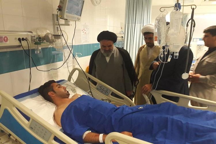 نماینده ولی فقیه از مصدومان تصادف اتوبوس سنندج - تهران عیادت کردند