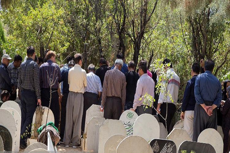 گزارش تصویری از مراسم خاکسپاری جانباختگان اتوبوس ترمینال سنندج