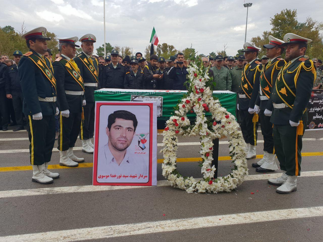 آغاز مراسم تشییع و خاکسپاری شهید زنده وطن در خرمآباد + فیلم و عکس