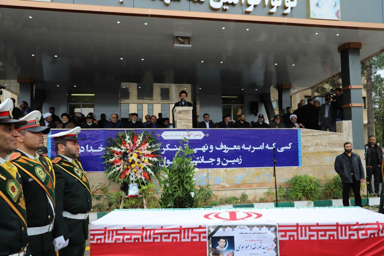 مراسم تشییع و خاکسپاری شهید زنده وطن در خرمآباد + فیلم و عکس