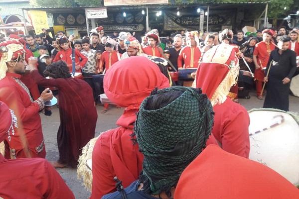 روایت ایکنا از کاروان اسرای شام در خیابان های کربلا